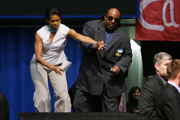 Stevie+Wonder+Michelle+Obama+Holds+Rally+Oprah+WXH58uhIcPkl